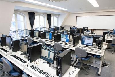 コンピューターミュージック実習室